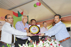 Receiving Award The Highest Taxpayers 2014
